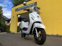 Kumpan Electric 1954RI (45 km/h) - MAGNOLIA WHITE